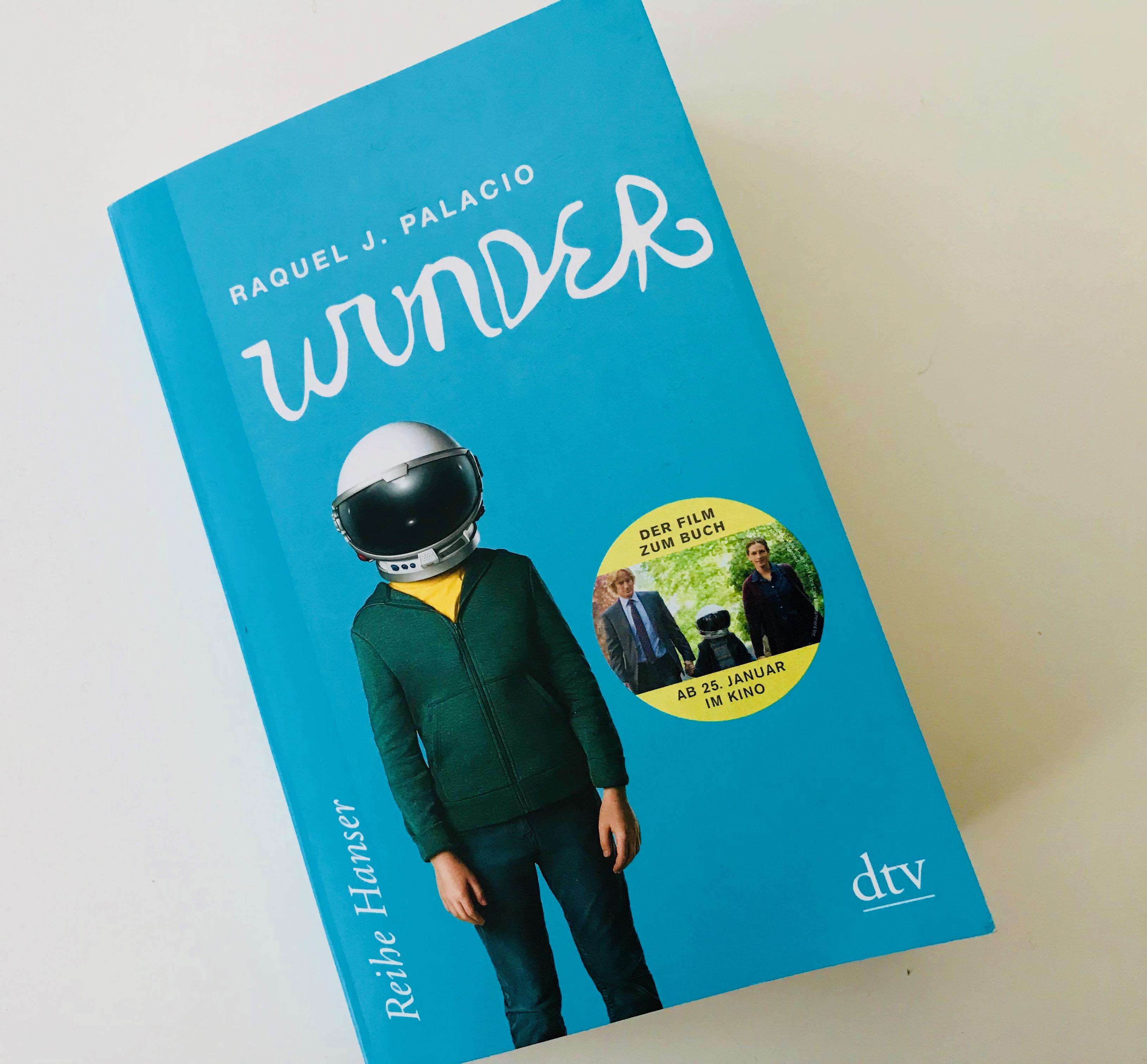 "Buchcover ""Wunder"""