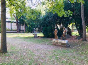 Medea-Mythos: Garten der Liebighaus-Skulpturensammlung